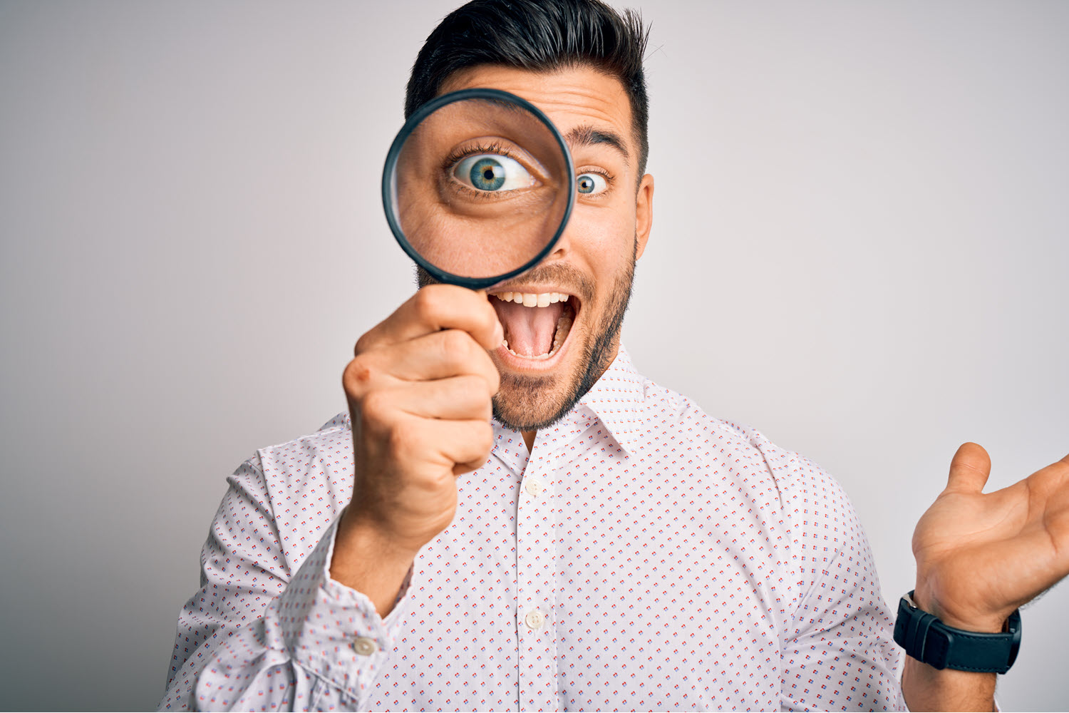 Singing man holding magnifying glass up to eye to analyze voices